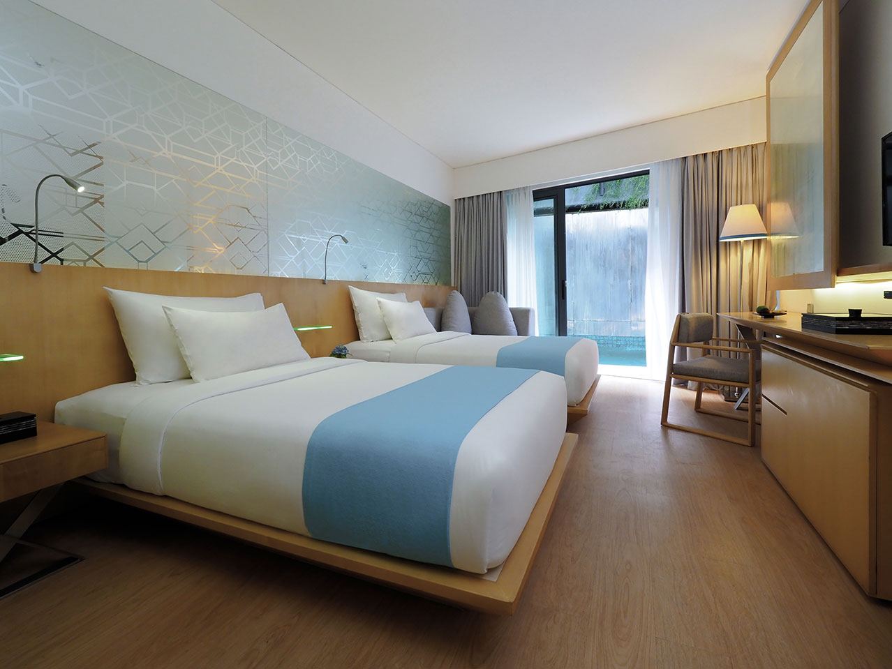 deluxe pool twin bedroom ize seminyak
